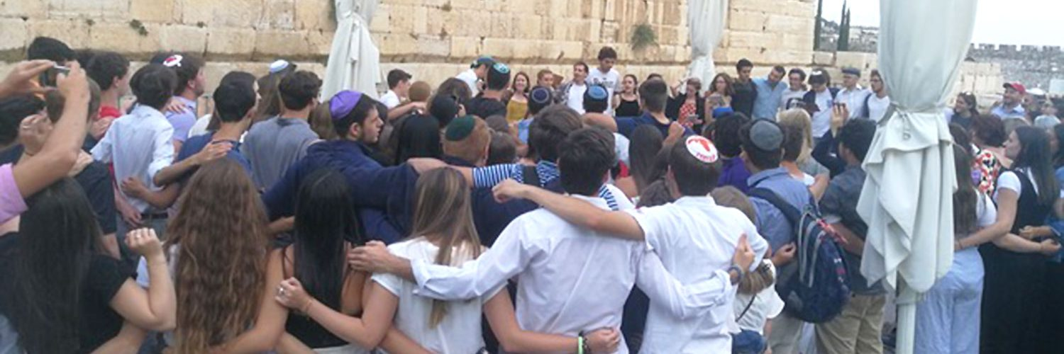Kabbalat Shabbat at the Kotel With No Barriers? A Dozen People Expected…More Than 400 Came!